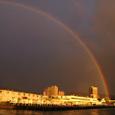 日の出直後の大きな虹