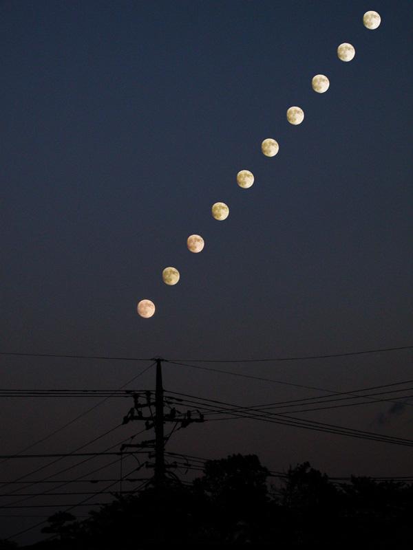 昇る仲秋の名月
